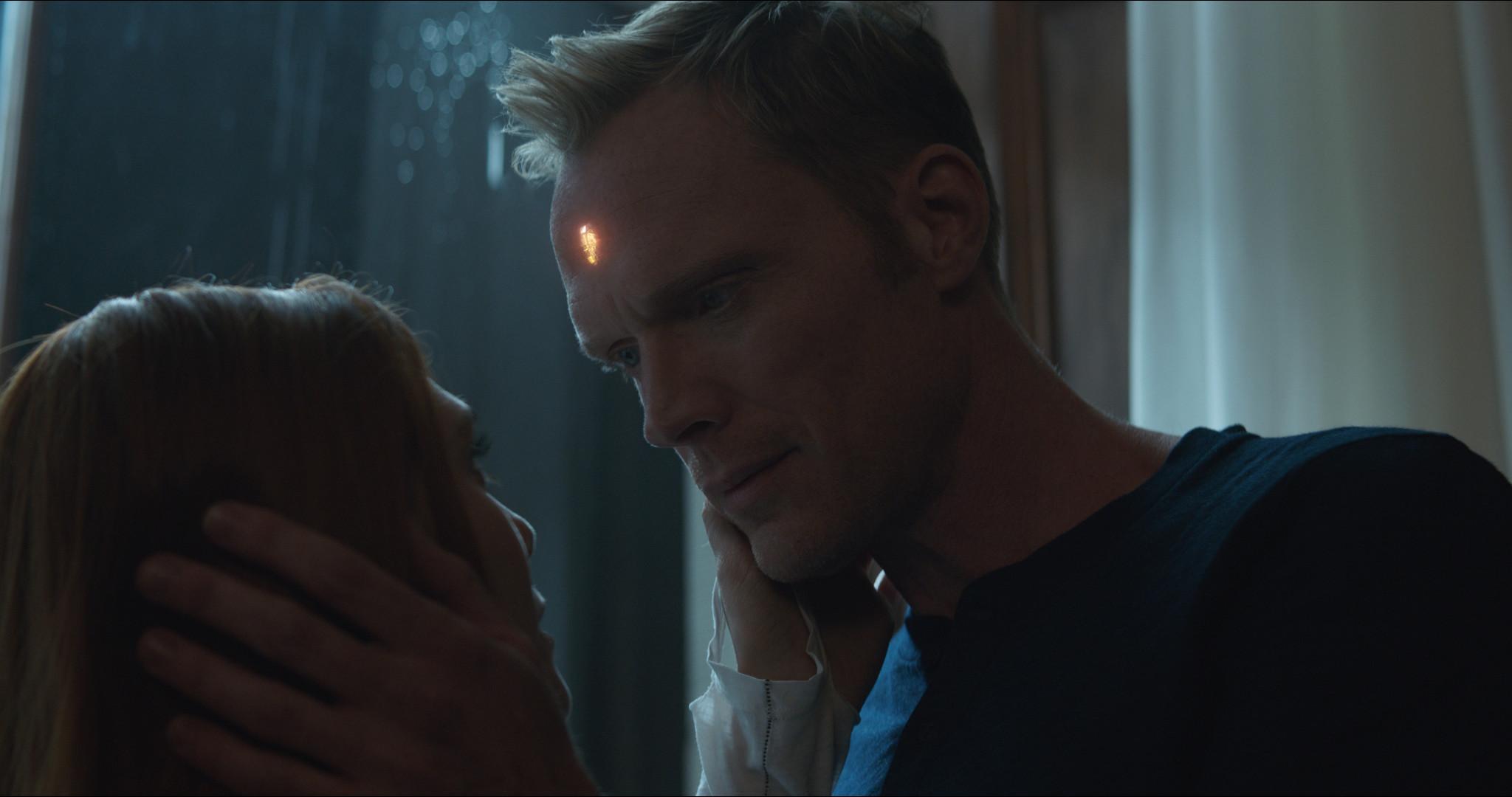 Infinity War Paul Bettany Elizabeth Olsen On Vision Scarlet