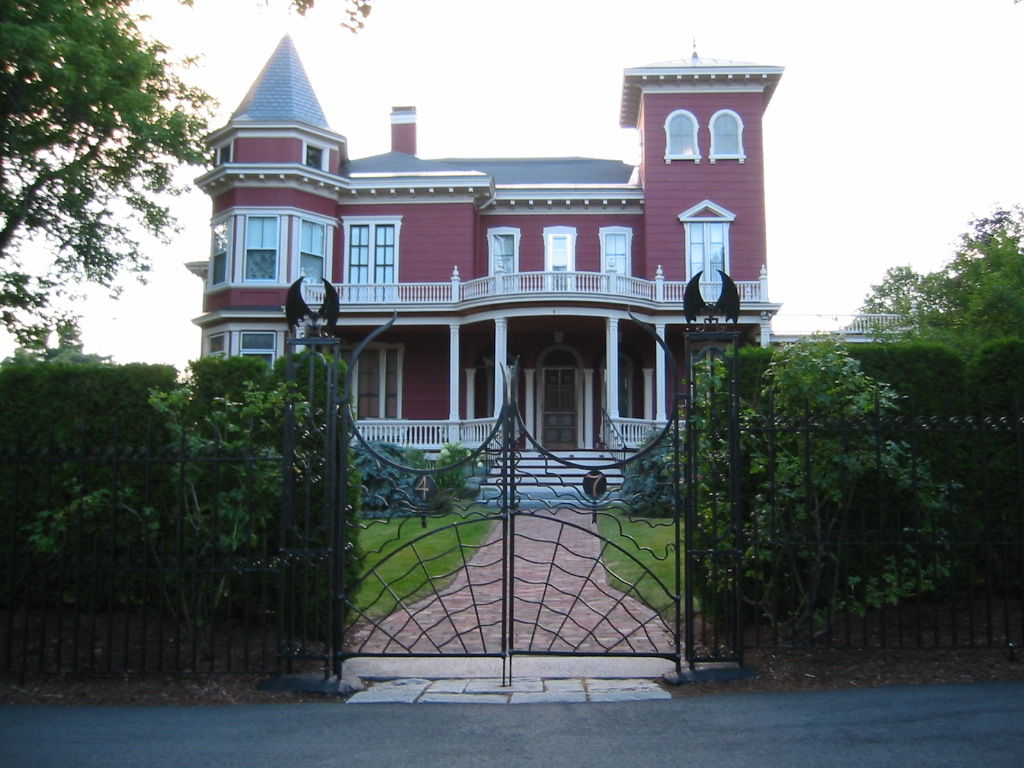 Stephen King's Bangor home to serve as archive, writers' retreat