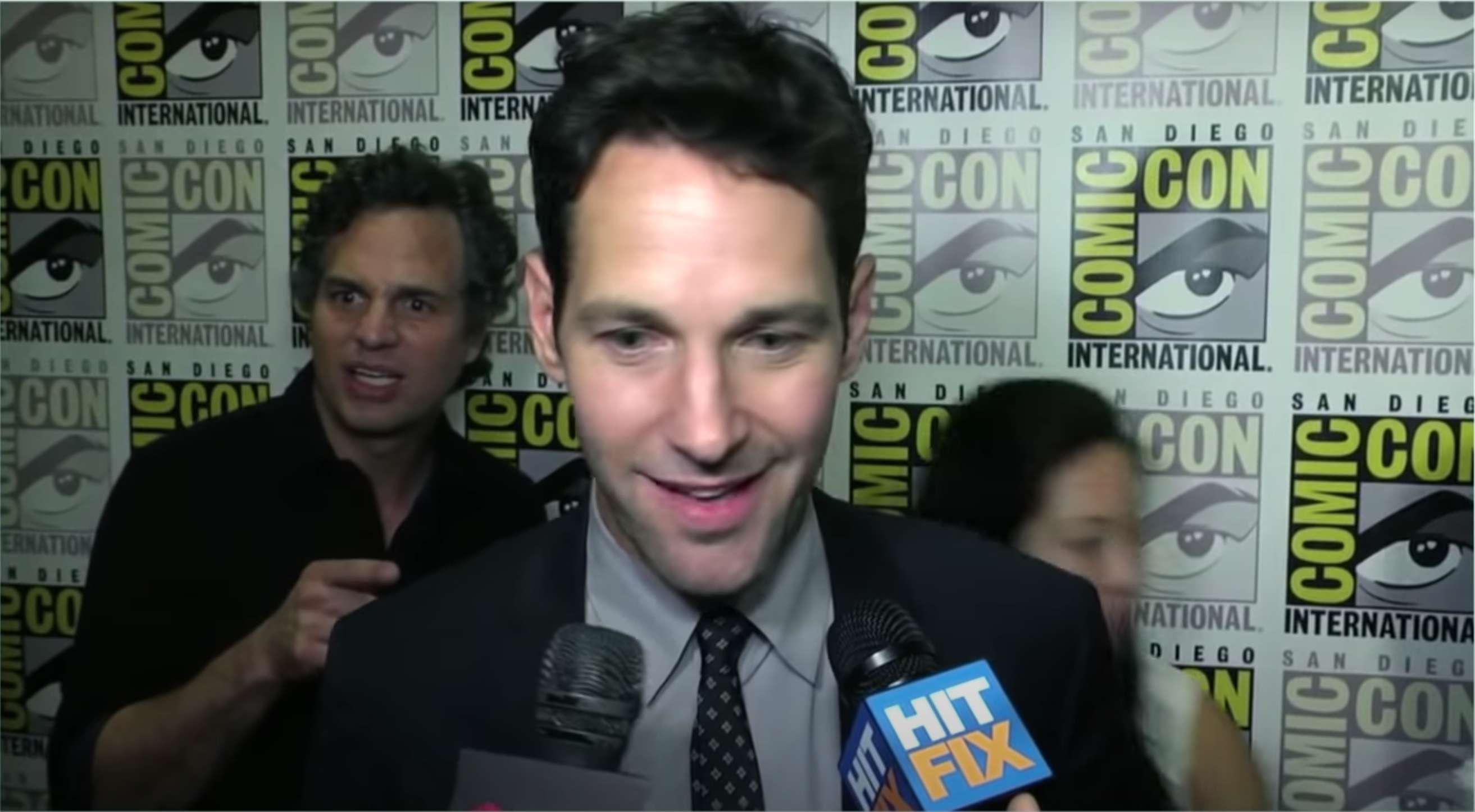 3. Mark Ruffalo And Paul Rudd from Avengers met At the 2014 Comic-Con. Mark was starstruck seeing Paul and passed behind him.