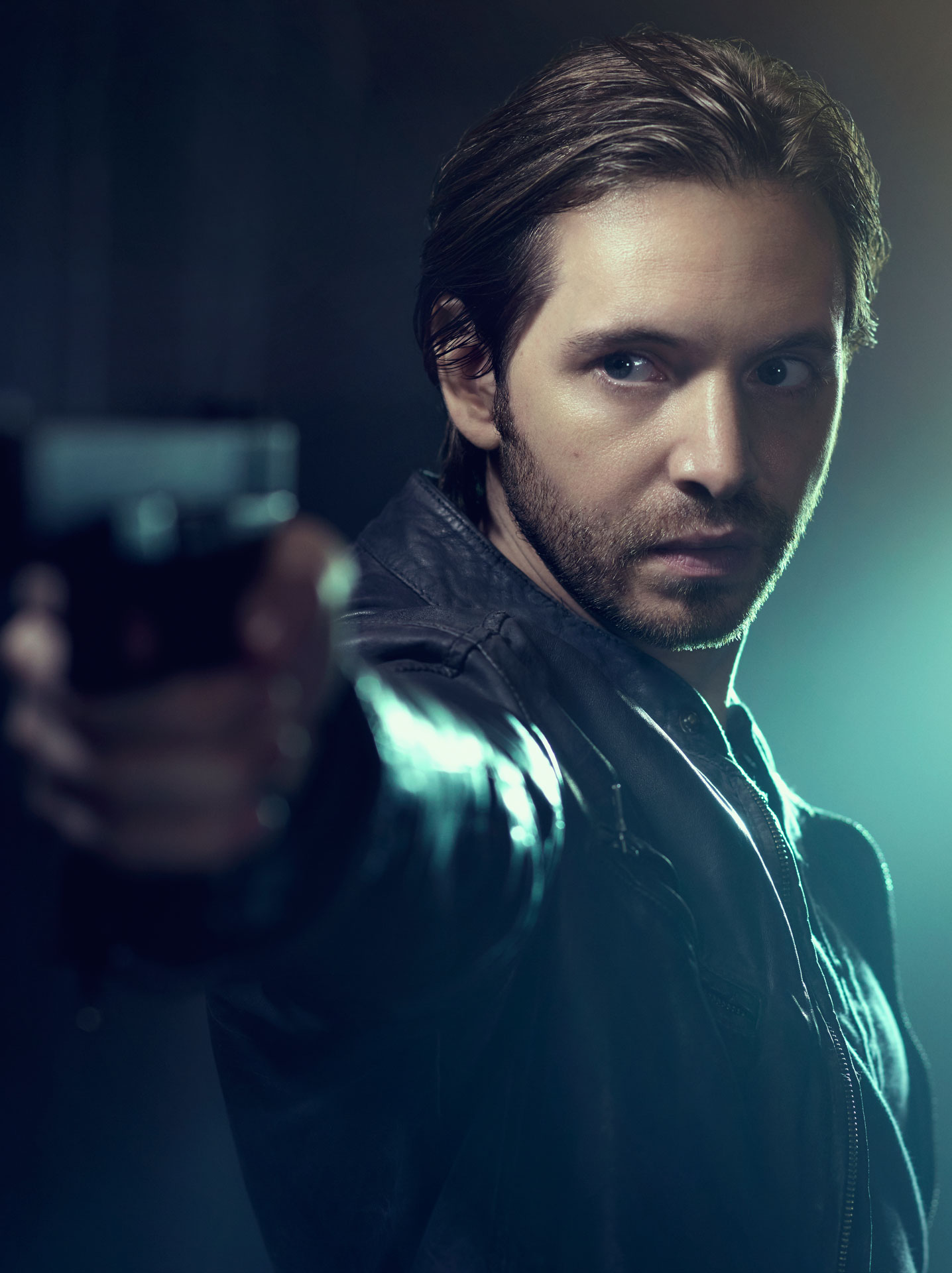 aaron stanford james cole � cast 12 monkeys syfy