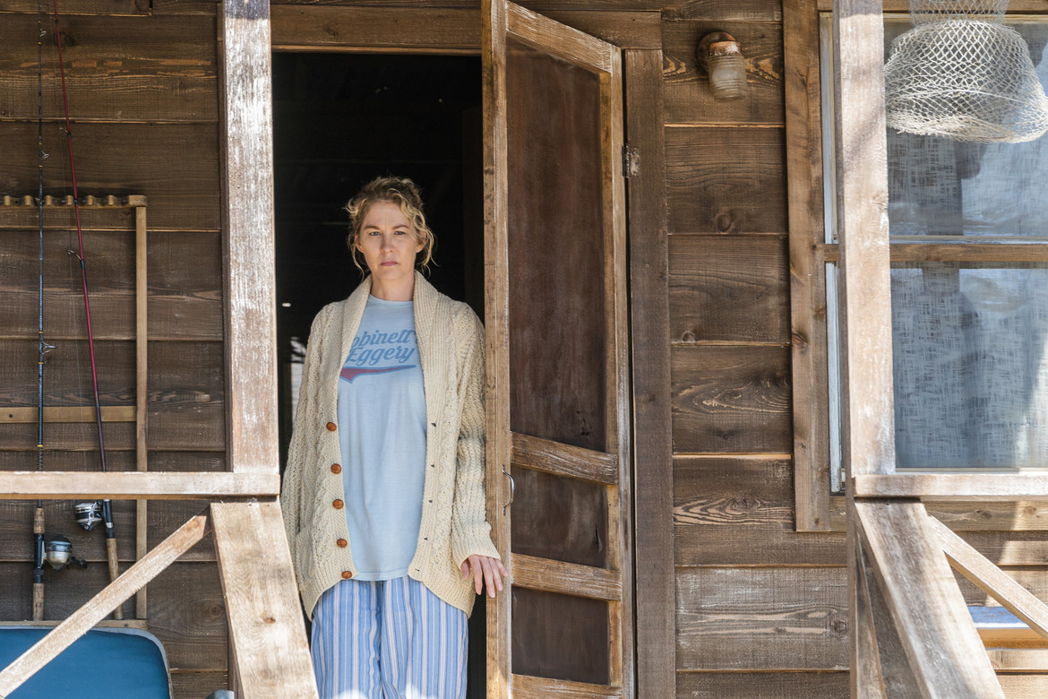 Fear the Walking Dead episode 405 - Naomi at the cabin