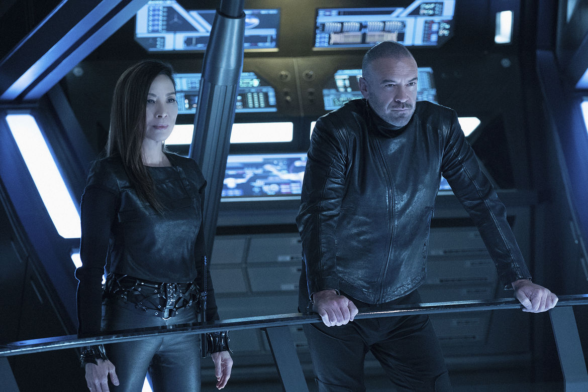Michelle Yeoh and Alan Van Sprang in Star Trek: Discovery