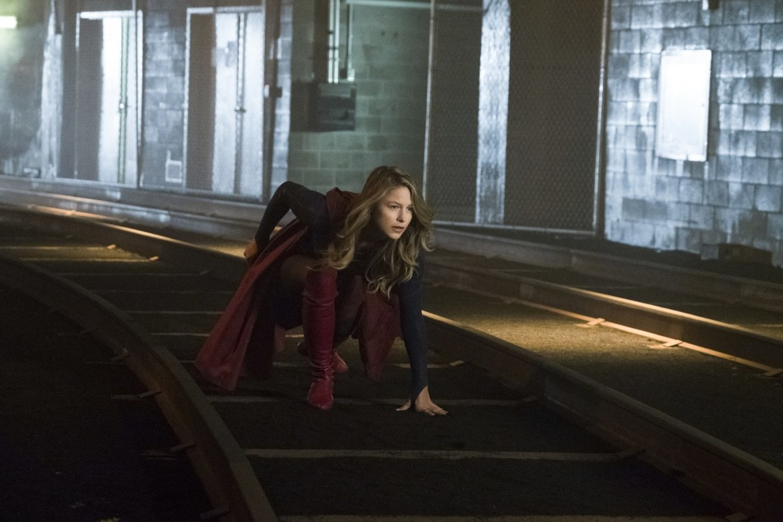 Supergirl episode 313 Both Sides Now - Supergirl in Subway