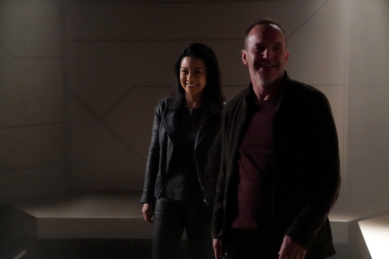 agents_of_shield_may_coulson.jpg