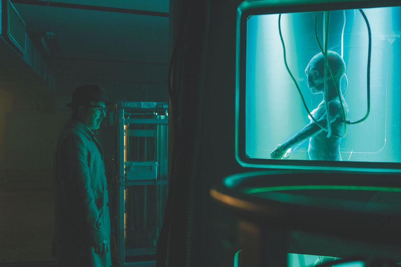 Aidan Gillen as Dr. J. Allen Hynek encounters alien subject