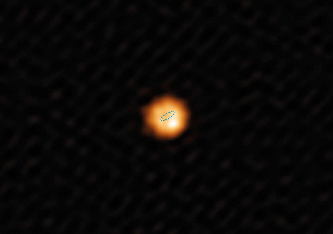 The star W Hydrae is an enormous red giant, bloated to hundreds of times its original size. That dashed ellipse represents the size of the orbit of the Earth, 300 million miles in diameter. Credit: Alma (ESO/NAOJ/NRAO)/W. Vlemmings)