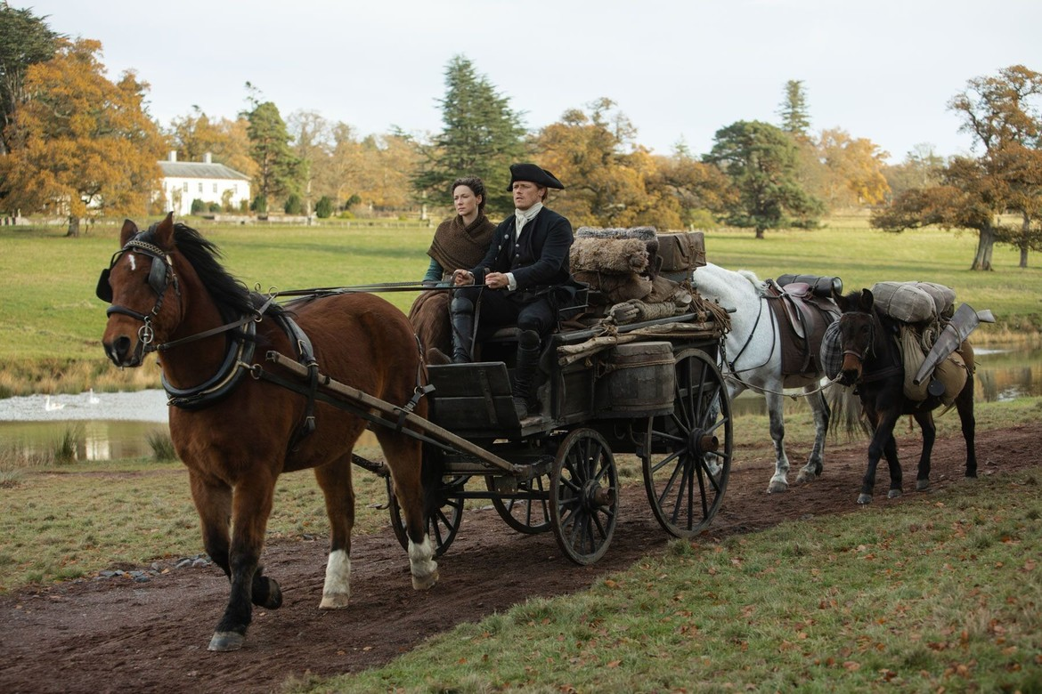 Outlander Season 4- Claire and Jamie in a cart
