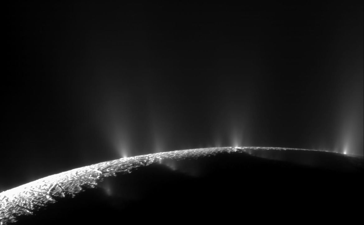Actual image from Cassini of water geysers erupting from the south pole of Saturn's moon Enceladus. Credits: NASA/JPL/Space Science Institute