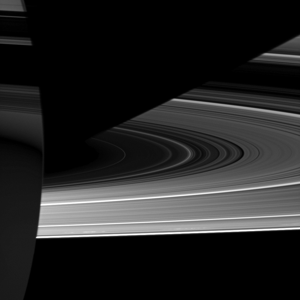 The rings can play tricks on your brain. Credit: NASA/JPL/Space Science Institute