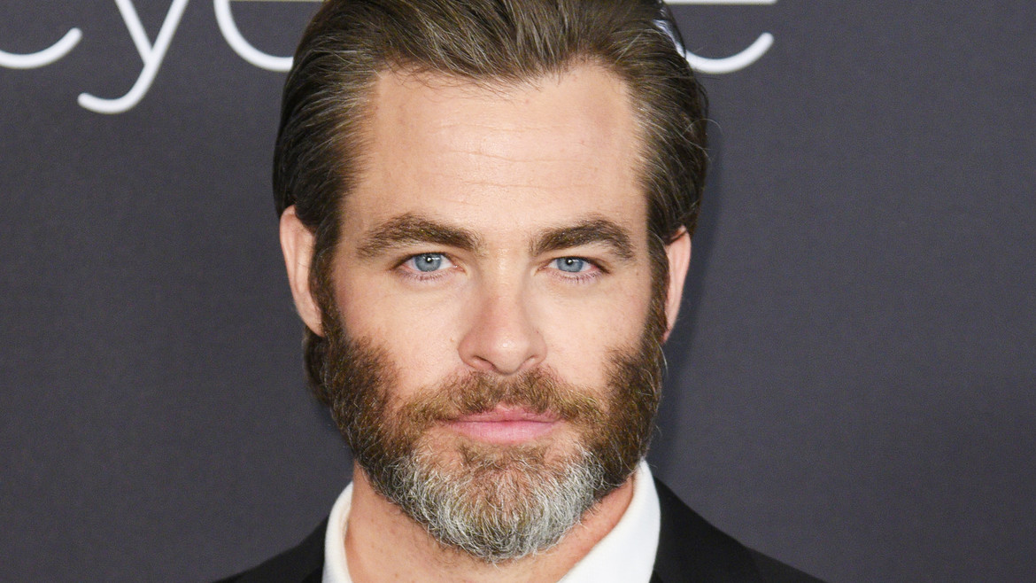 chris-pine-shaved-head-today-170330-tease-02_acf348a5513a8e15b4f8aa0dac0a51f2.jpg