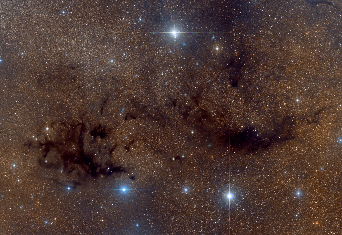 A wide view of the Aquila Rift area shows Two dark nebulae: LDN 673 (left) and LDN 684 (right). Credit: Roberto Colombari / Digitized Sky Survey