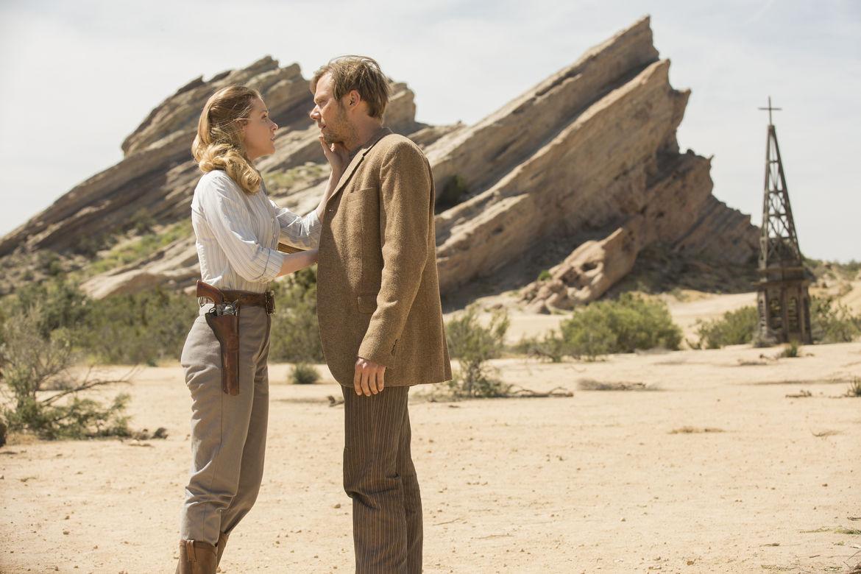 Evan Rachel Wood andJimmi Simpson in HBO's Westworld