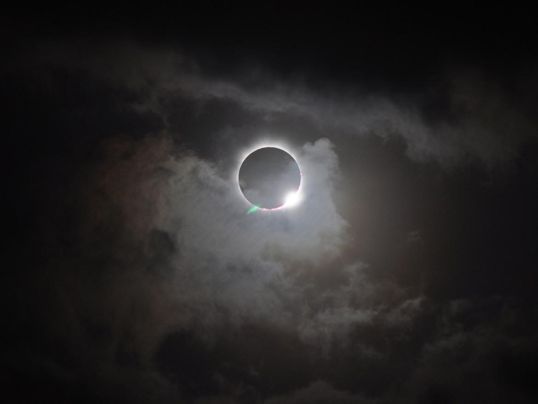 diamond ring effect