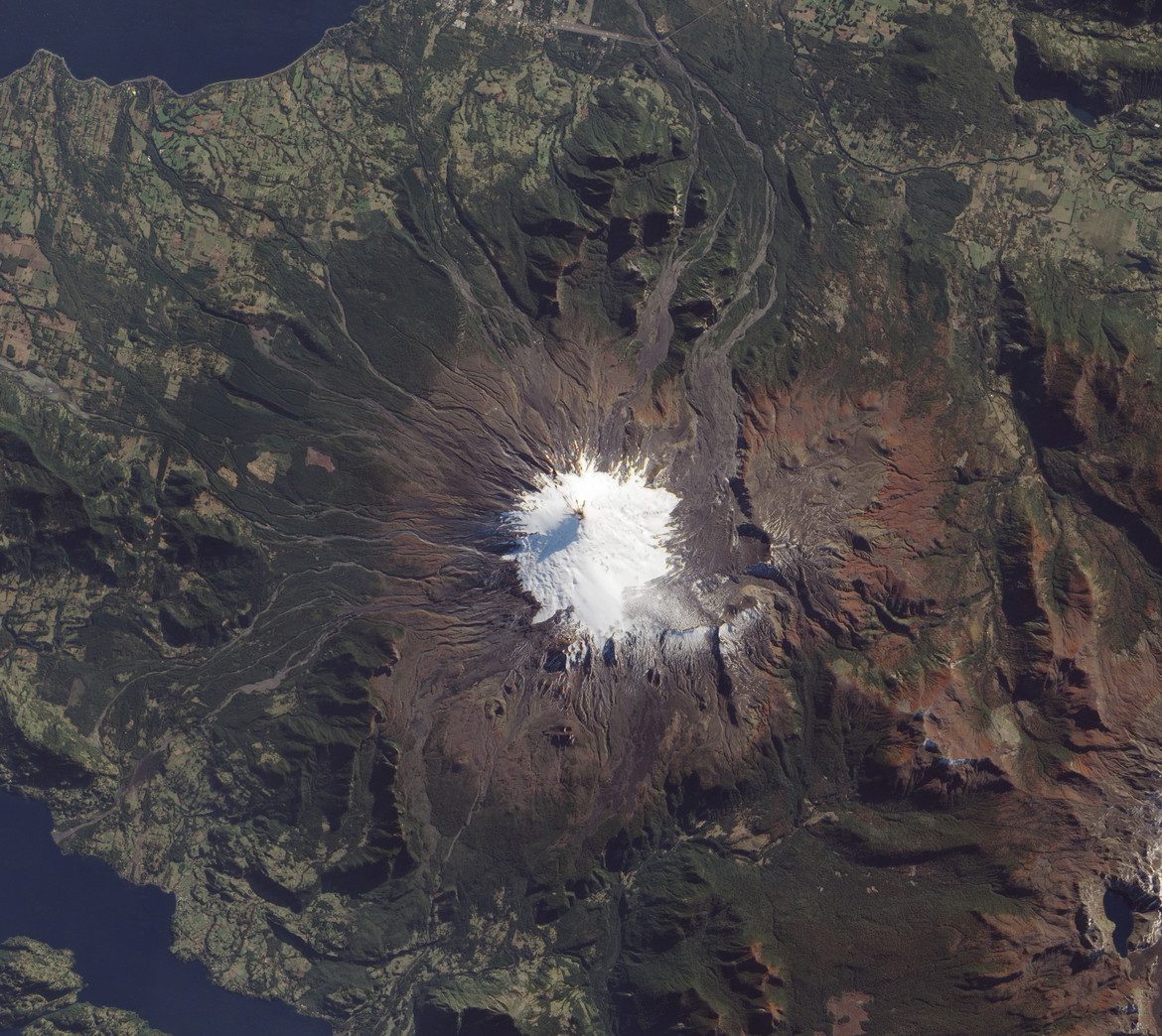The Villarrica volcano, imaged by the EO-1 satellite. Credit: Jesse Allen and Robert Simmon, using EO-1 ALI data provided courtesy of the NASA EO-1 team