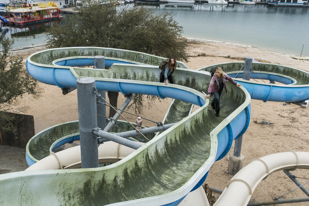 Fear the Walking Dead episode 404 - Alicia and Naomi climb the water slide
