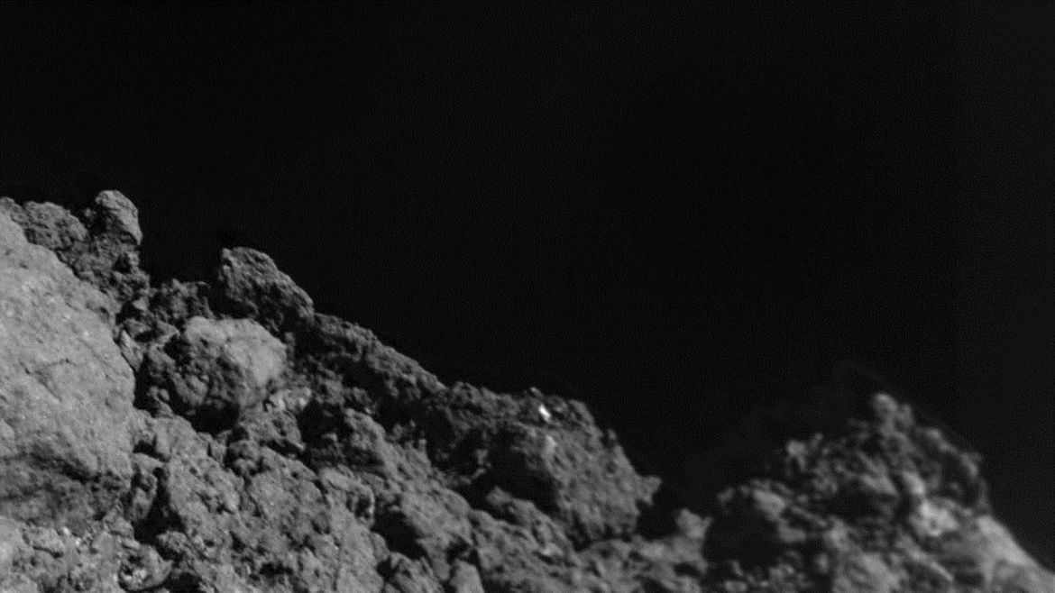 The limb of the asteroid Ryugu, taken by the MASCOT lander when it was less than 20 meters from the surface. Credit:  JAXA/DLR/CNES