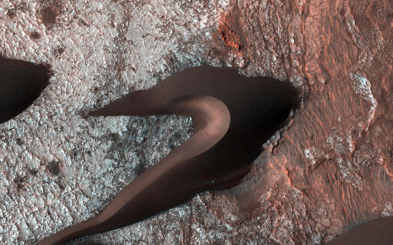 A big pile of sand on Mars. Credit:NASA/JPL/University of Arizona