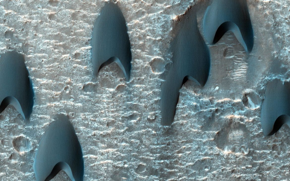 Barchan dunes on Mars. Credit: NASA/JPL-Caltech/Univ. of Arizona