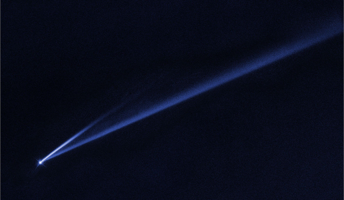 This Hubble image taken in a single blue filter on February 5, 2019 shows Gault sporting two dust tails, a sure sign that it's in trouble. Credit: NASA, ESA, K. Meech and J. Kleyna (University of Hawaii), and O. Hainaut (European Southern Observatory)
