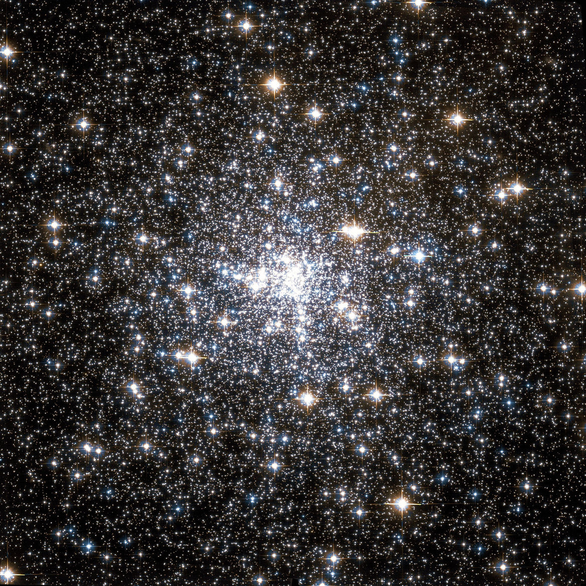 The globular cluster NGC 6752, in a Hubble image taken in 2012. Credit: ESA/NASA/Wikisky
