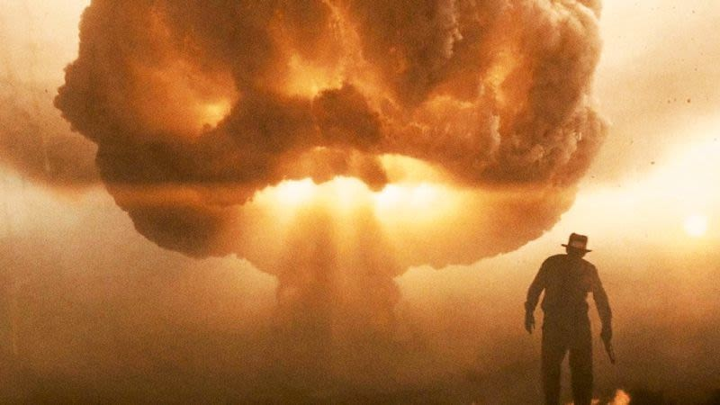 Indiana Jones and the Kingdom of the Crystal Skull- Indy and mushroom cloud
