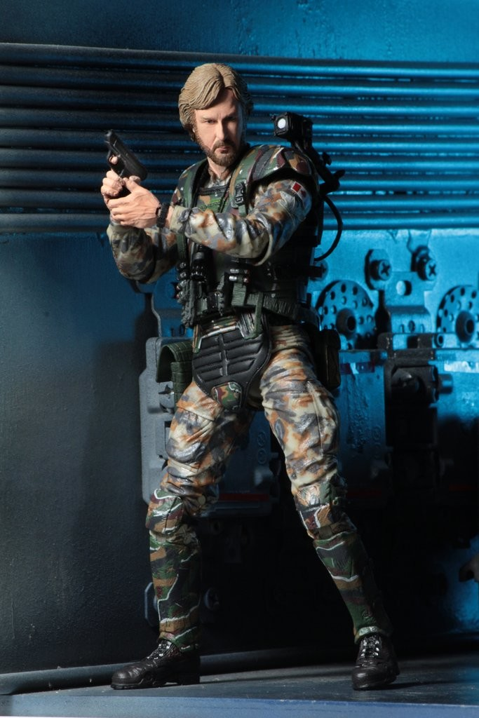 james-cameron-gets-his-very-own-aliens-colonial-marine-action-figure3.jpg