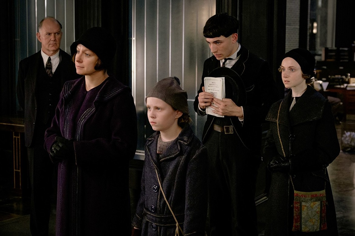 Samantha Morton, Jenn Murray, Ezra Miller, and Faith Wood-Blagrove in Fantastic Beasts and Where to Find Them