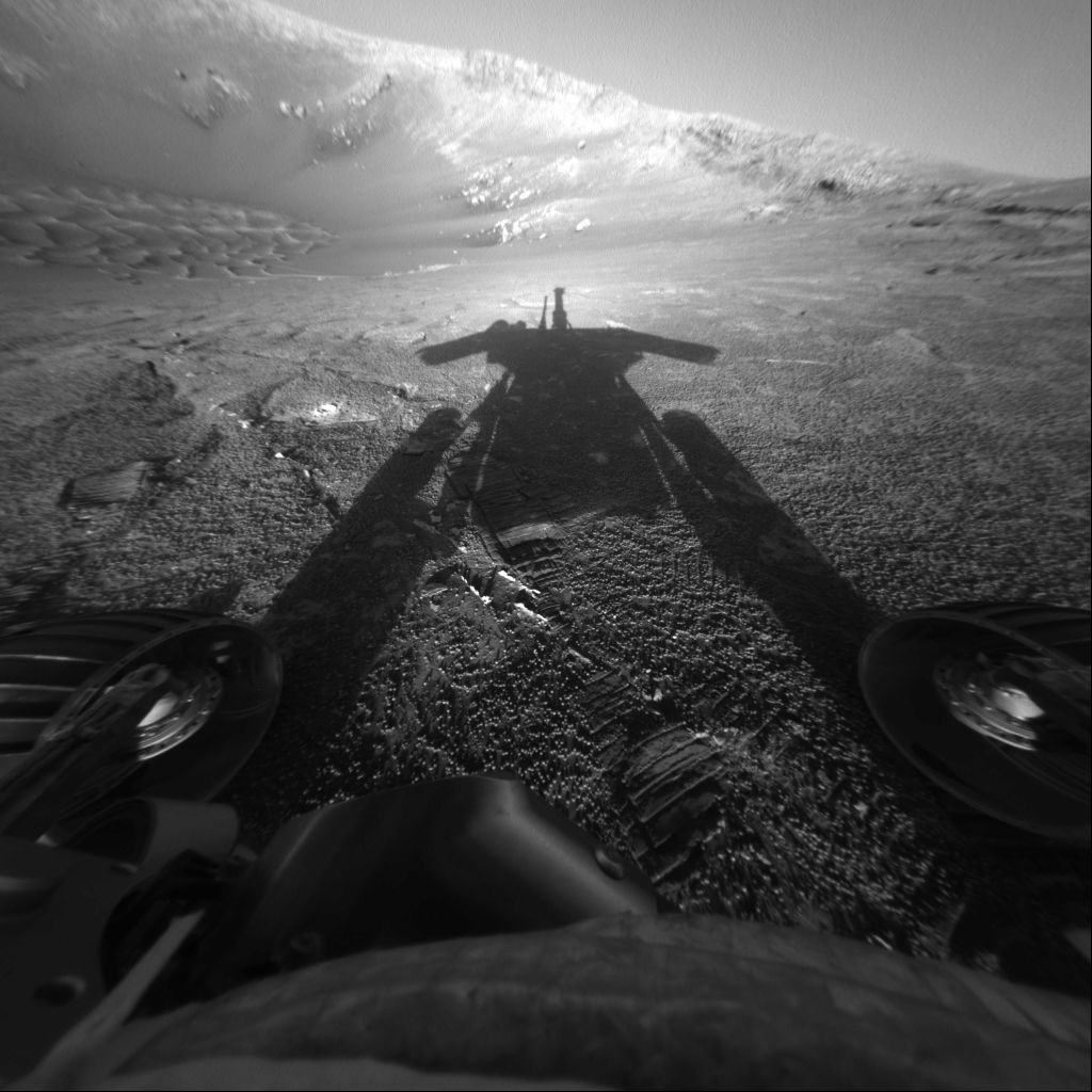 The Mars rover Opportunity casts a long shadow. Credit: NASA/JPL-Caltech