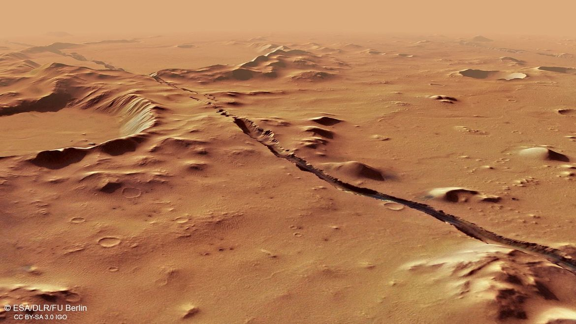 A computer-generated perspective view of Cerberus Fossae made using stereo images from Mars Express shows one enormous crack running through the Martian surface. Credit: ESA/DLR/FU Berlin, CC BY-SA 3.0 IGO