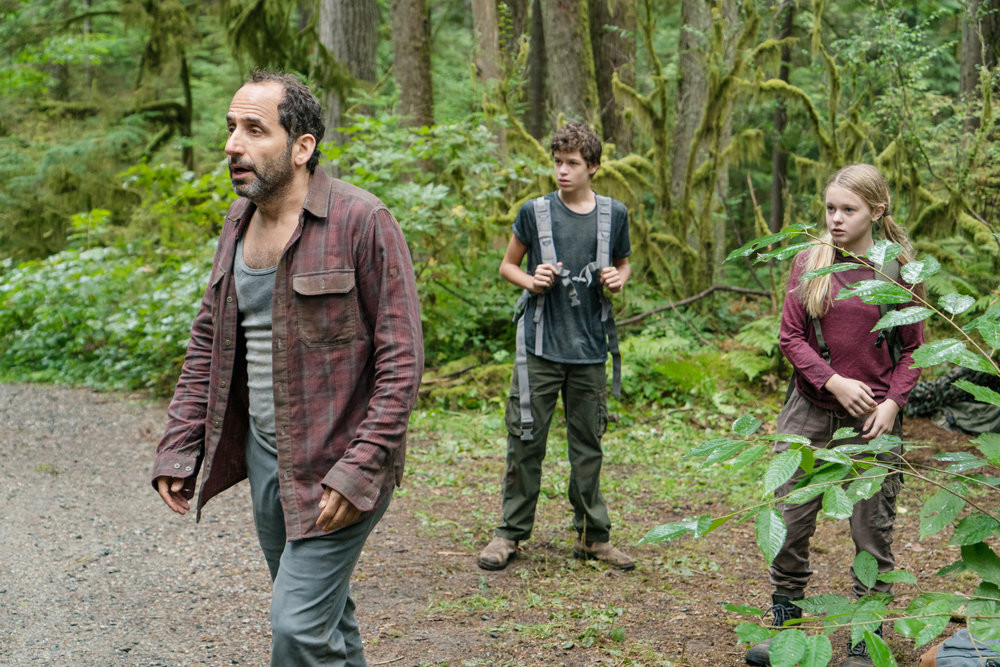 Colony episode 301 - Snyder, Charlie, Gracie