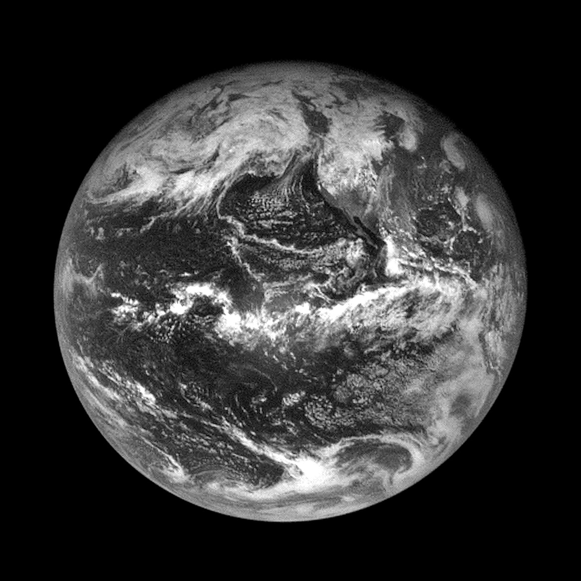 OSIRIS-REx took this image fo Earth from 110,000 kilometers away, after a flyby to change its trajectory. Credit: NASA/Goddard/University of Arizona/Lockheed Martin