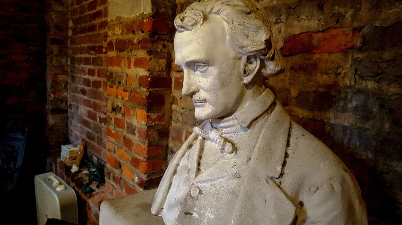 Geek Road Trip: Poe Museum, Edgar Allen Poe bust