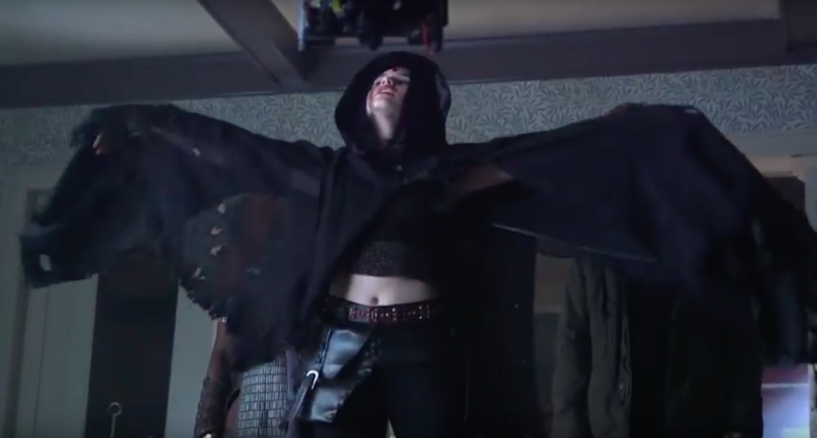 Titans Dc Featurette Teases Classic Costumes For Raven And Starfire