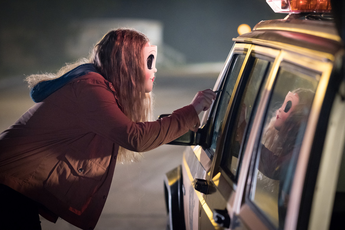 """""""Dollface"""" (Emma Bellomy) toys with her victim in THE STRANGERS: PREY AT NIGHT."""