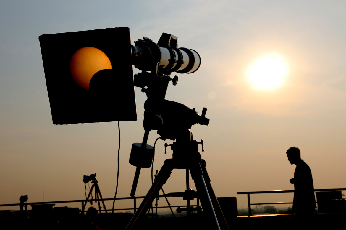 safe viewing of an eclipse