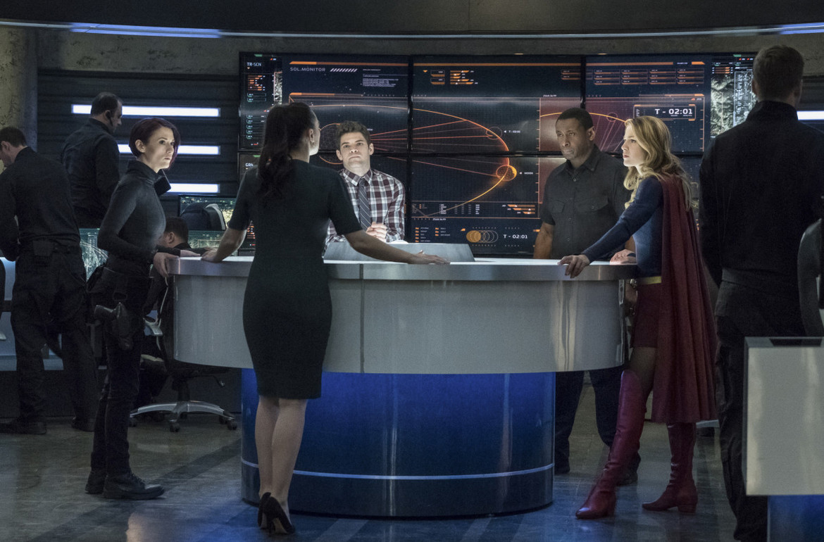 Supergirl episode 317 - The group at the DEO