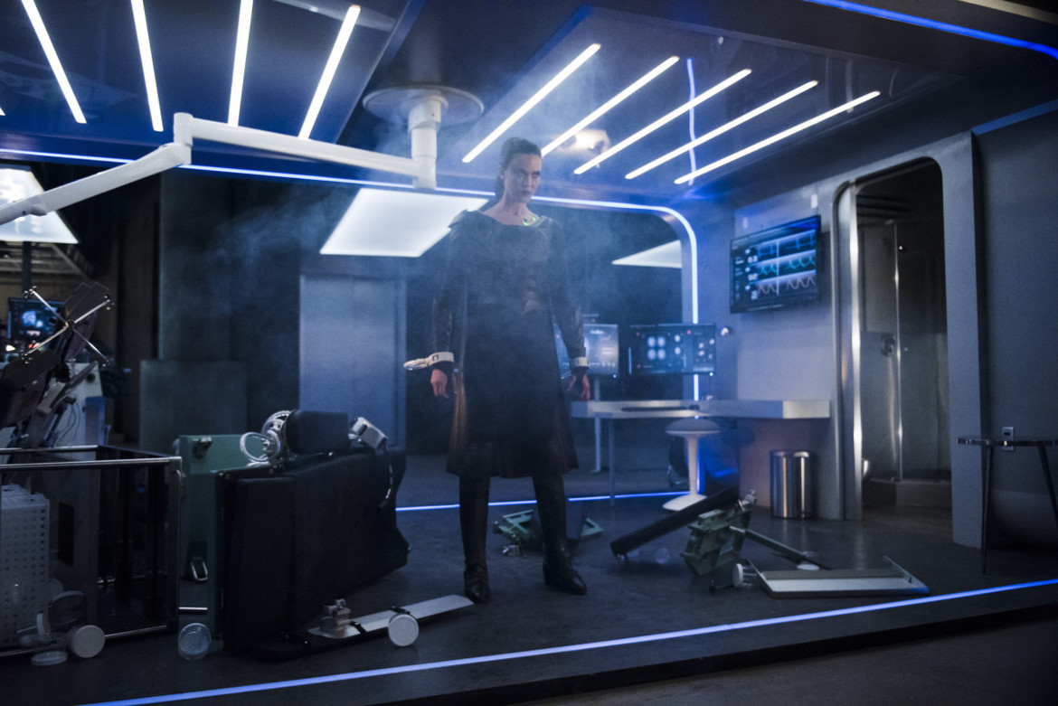 Supergirl episode 319 - Reign in her cell