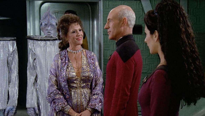 How the aliens of Star Trek do romance How the aliens of
