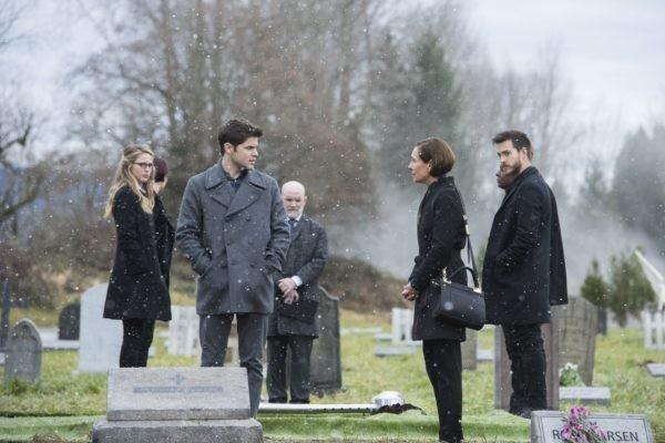 Supergirl episode 314 - Kara, Winn, Mon-El, Mary at a funeral