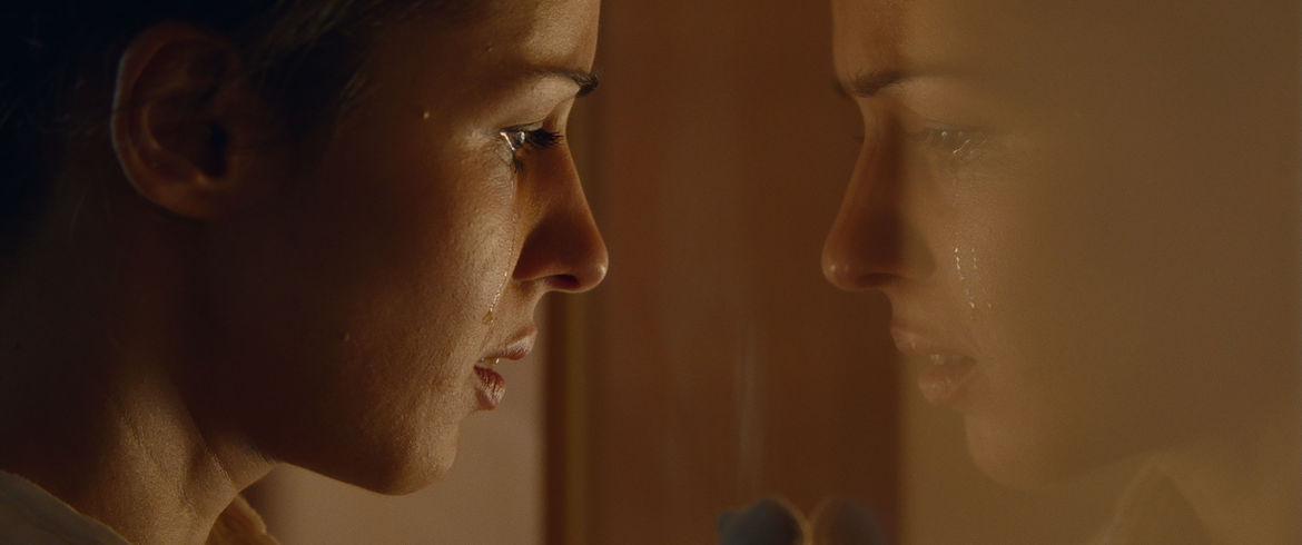 Still_02_Annet_Mahendru_in_THE_SLOWS