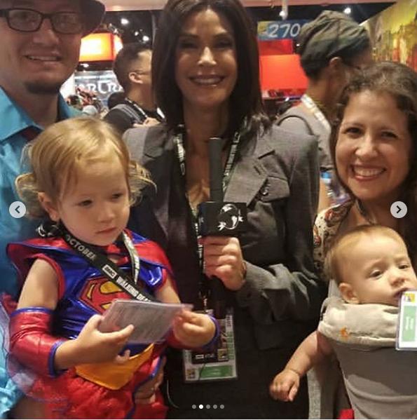 Teri Hatcher with Supergirl fan