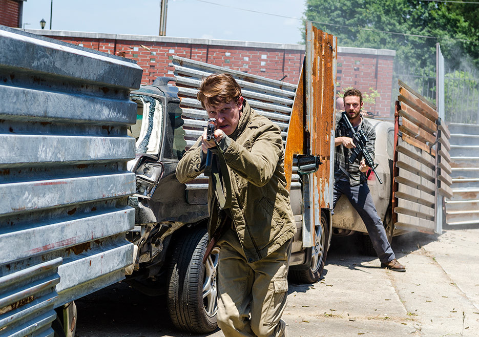 the-walking-dead-episode-802-aaron-marquand-2-935.jpg