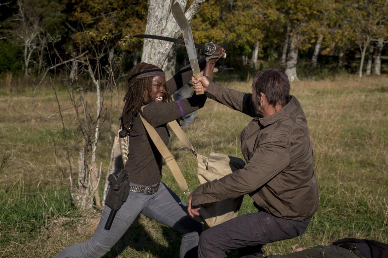 The Walking Dead episode 816 - Michonne fights a savior