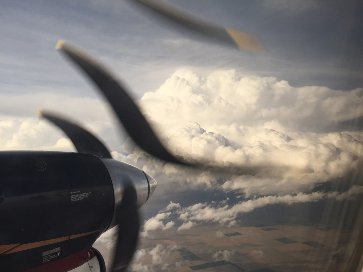 airplane propeller distorted by aliasing and rolling shutter