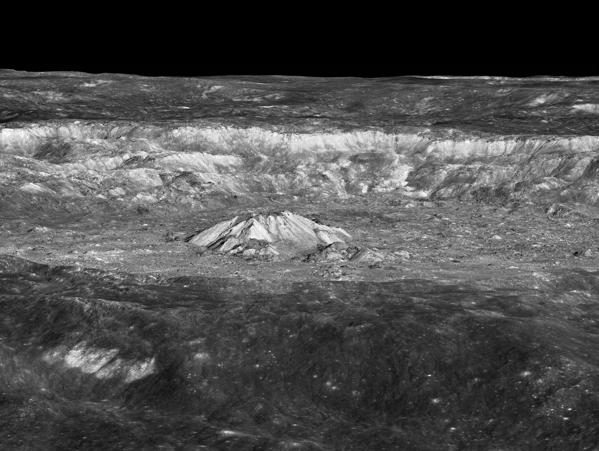 Wide view of the central peaks of Tycho crater.