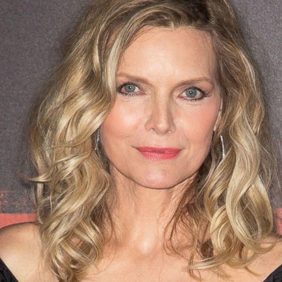 michelle pfeiffer officially joins maleficent 2 uma thurman to star
