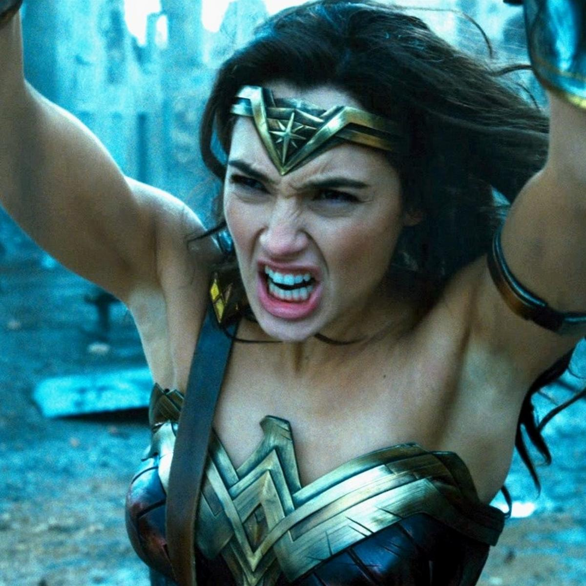 Wonder-Woman-Throw.png