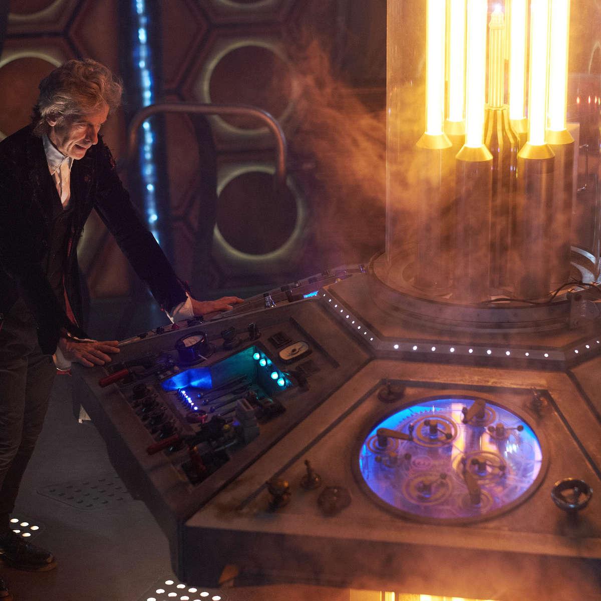 doctor-who-twice-upon-a-time-tardis.jpg