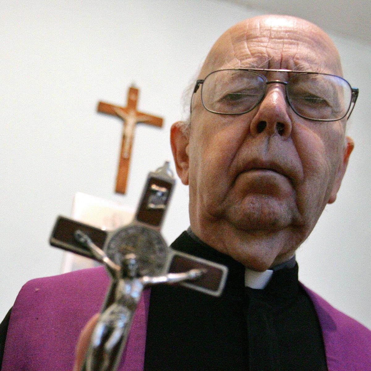 Gabriele Amorth Vatican Exorcist.jpg
