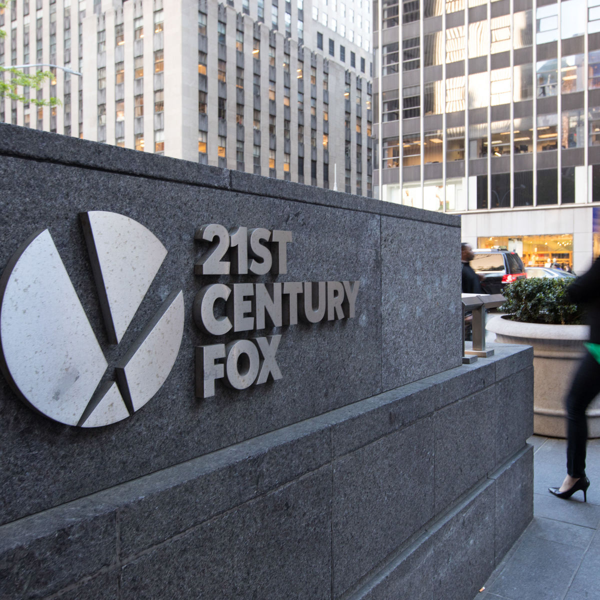 Comcast drops bid for 21st Century Fox assets, letting Disney win
